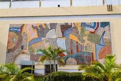 Ciérrese para arriba de mural en la vista delantera de primero ministro Hotel Ibadan Nigeria fotos de archivo