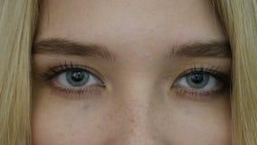 Ciérrese para arriba de ojos almacen de metraje de vídeo