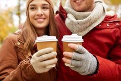 Ciérrese para arriba de pares felices con café en otoño Imágenes de archivo libres de regalías
