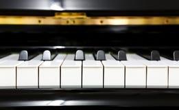 Ciérrese para arriba de piano imagen de archivo libre de regalías