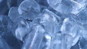 Ciérrese para arriba de pila del cubo de hielo metrajes