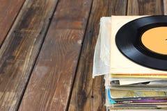 Ciérrese para arriba de pila vieja del expediente y de los expedientes foto de archivo libre de regalías