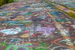 Ciérrese para arriba de pintada de la carretera en Centralia Imagenes de archivo