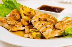 Ciérrese para arriba de plato de pollo del anacardo de la piña Fotografía de archivo