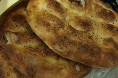 Ciérrese para arriba de Ramadan Pita turco Pan Comida tradicional del Ramadán como Ramazan Pidesi Pide conocido fotos de archivo libres de regalías
