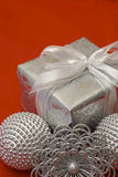 Ciérrese para arriba de regalos de Navidad Imágenes de archivo libres de regalías