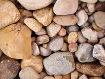 Ciérrese para arriba de rocas en la tierra Imagen de archivo