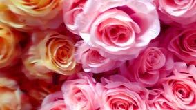 Ciérrese para arriba de rosas artificiales almacen de metraje de vídeo