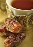 Ciérrese para arriba de té y de fechas Fotografía de archivo