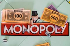 Ciérrese para arriba de tablero de monopolio foto de archivo