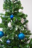 Ciérrese para arriba de un árbol de navidad Imagenes de archivo