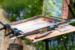 Pintores paleta y caballete Fotografía de archivo libre de regalías