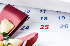 Ciérrese para arriba de un calendario con el foco el día 25 Fotografía de archivo