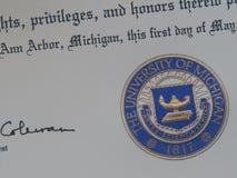 Ciérrese para arriba de un diploma de la Universidad de Michigan foto de archivo libre de regalías