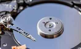 Ciérrese para arriba de un disco duro mecánico de HDD Imagenes de archivo