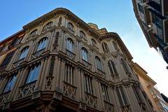 Ciérrese para arriba de un edificio español externo en Palma de Mallorca imagen de archivo