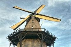 Ciérrese para arriba de un molino de viento holandés fotografía de archivo