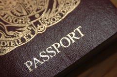 Ciérrese para arriba de un pasaporte británico Fotos de archivo libres de regalías