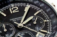 Ciérrese para arriba de un reloj negro Imagen de archivo