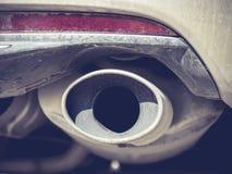Ciérrese para arriba de un tubo de escape dual del coche Imágenes de archivo libres de regalías