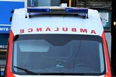 Ciérrese para arriba de una ambulancia Emergencia de los primeros auxilios imagen de archivo