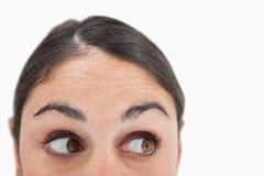 Ciérrese para arriba de una mujer que mira lejos de la cámara Fotos de archivo libres de regalías