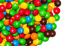 Ciérrese para arriba de una pila de caramelo recubierto de chocolate colorido Fotos de archivo libres de regalías
