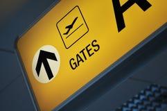 Ciérrese para arriba de una puerta del aeropuerto imagen de archivo