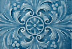 Baldosa cerámica azul vieja con el estampado de flores Foto de archivo libre de regalías