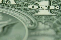 Ciérrese para arriba de UNO y 1 de un pagaré del Tesoro de la reserva de los E.E.U.U. Fedreral fotografía de archivo