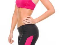 Ciérrese para arriba del ABS femenino en ropa de deportes Imagen de archivo