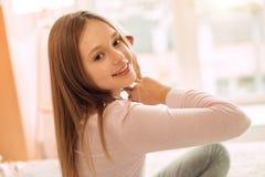 Ciérrese para arriba del adolescente agradable que presenta en dormitorio Fotografía de archivo libre de regalías