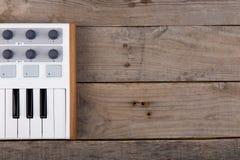 Ciérrese para arriba del atenuador, del botón y de llaves del volumen del controlador midi imagenes de archivo