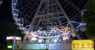 Ciérrese para arriba del aviador 4k España Sevilla de la luz de la noche almacen de video