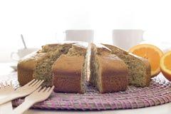 Ciérrese para arriba del bocado con la torta, el té y el café aislados en blanco Fotografía de archivo libre de regalías