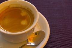 Ciérrese para arriba del café y de la taza Imagenes de archivo