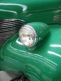 Ciérrese para arriba del coche de la vendimia (el verde) Fotografía de archivo libre de regalías