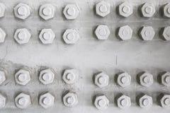 Ciérrese para arriba del contexto del adorno del modelo de los tornillos de la construcción del detalle del metal Imagen de archivo libre de regalías