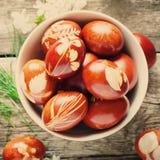 Ciérrese para arriba del cuenco con los huevos de Pascua Imagen de archivo