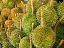 Ciérrese para arriba del durian fresco en el mercado Foto de archivo