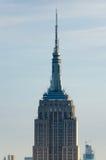Ciérrese para arriba del Empire State en la puesta del sol Fotos de archivo libres de regalías