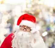 Ciérrese para arriba del guiño de Papá Noel Imagen de archivo libre de regalías