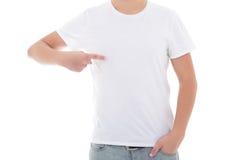 Ciérrese para arriba del hombre en camiseta en blanco que señala en sí mismo Imagenes de archivo