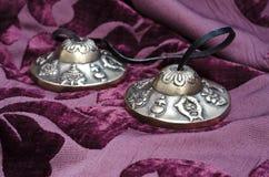 Ciérrese para arriba del instrumento de Tingsha del tibetano Fotos de archivo libres de regalías