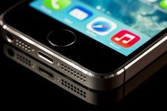 Ciérrese para arriba del iphone 5 s Fotografía de archivo