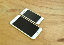 Ciérrese para arriba del iPhone 6s más e iPhone 5s Imagen de archivo libre de regalías