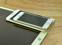 Ciérrese para arriba del iPhone 6s más, iPhone 5s e ipad favorable Imagen de archivo