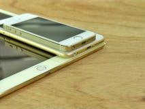 Ciérrese para arriba del iPhone 6s más, iPhone 5s e ipad favorable Fotografía de archivo libre de regalías
