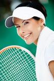 Ciérrese para arriba del jugador de tenis acertado Foto de archivo