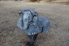 Ciérrese para arriba del juguete del elefante en el parque Imagen de archivo libre de regalías